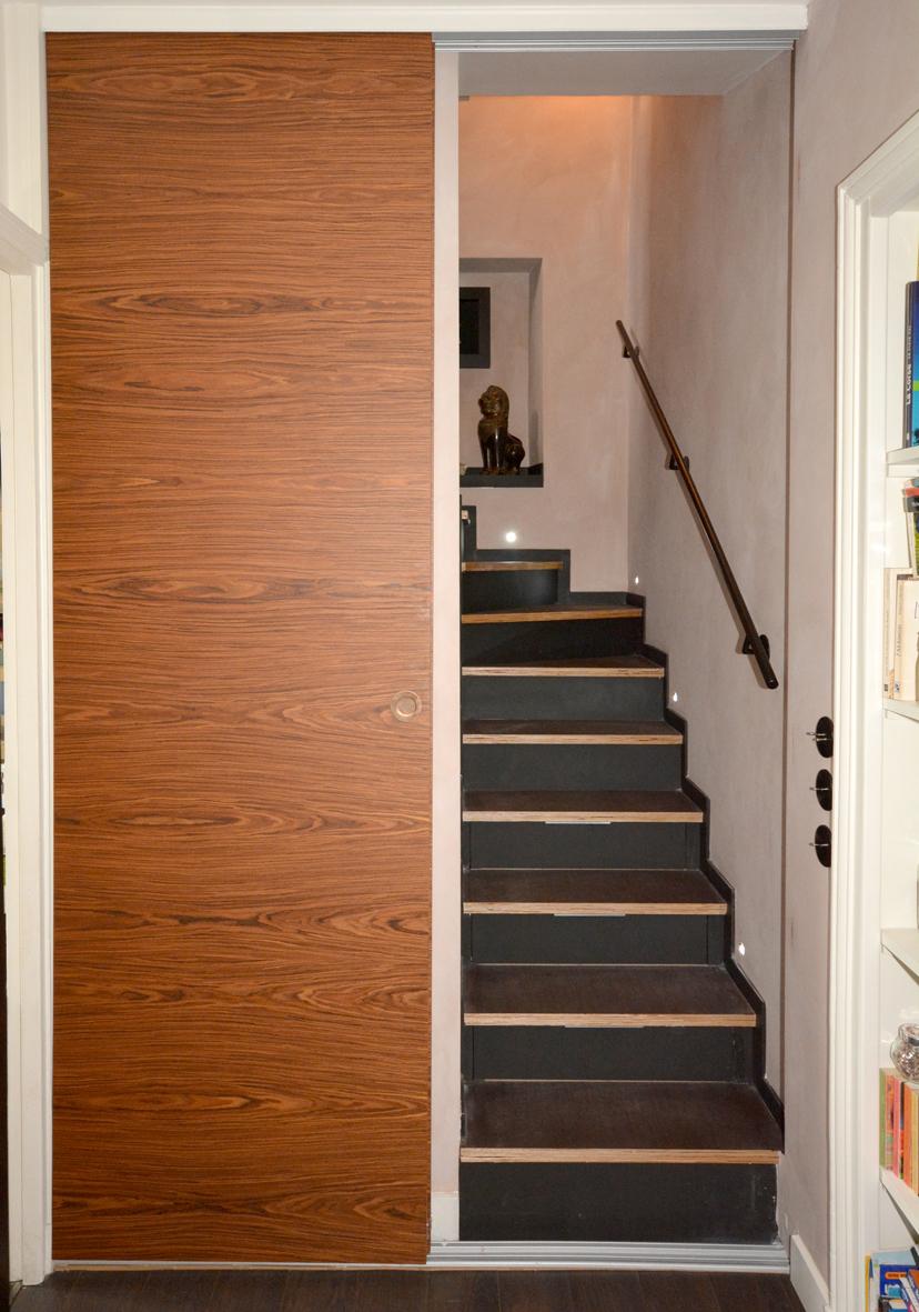 escalier étroit, porte coulissante