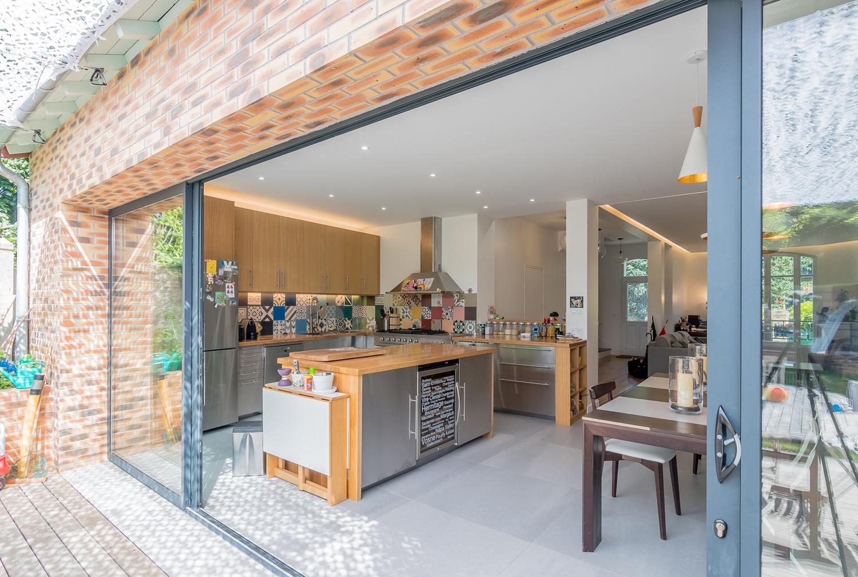 Baie vitrée entre la terrasse et la cuisine