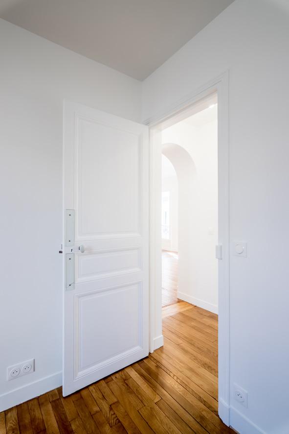 murs blanc porte déplacée
